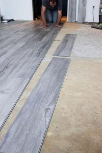 Nieuwe vloeren installeren